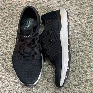Shoes - BRAND NEW!! Under Armour sneakers